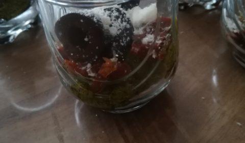 recette-ludo-verrine_pesto-tomate-sechee-olive-parmesant